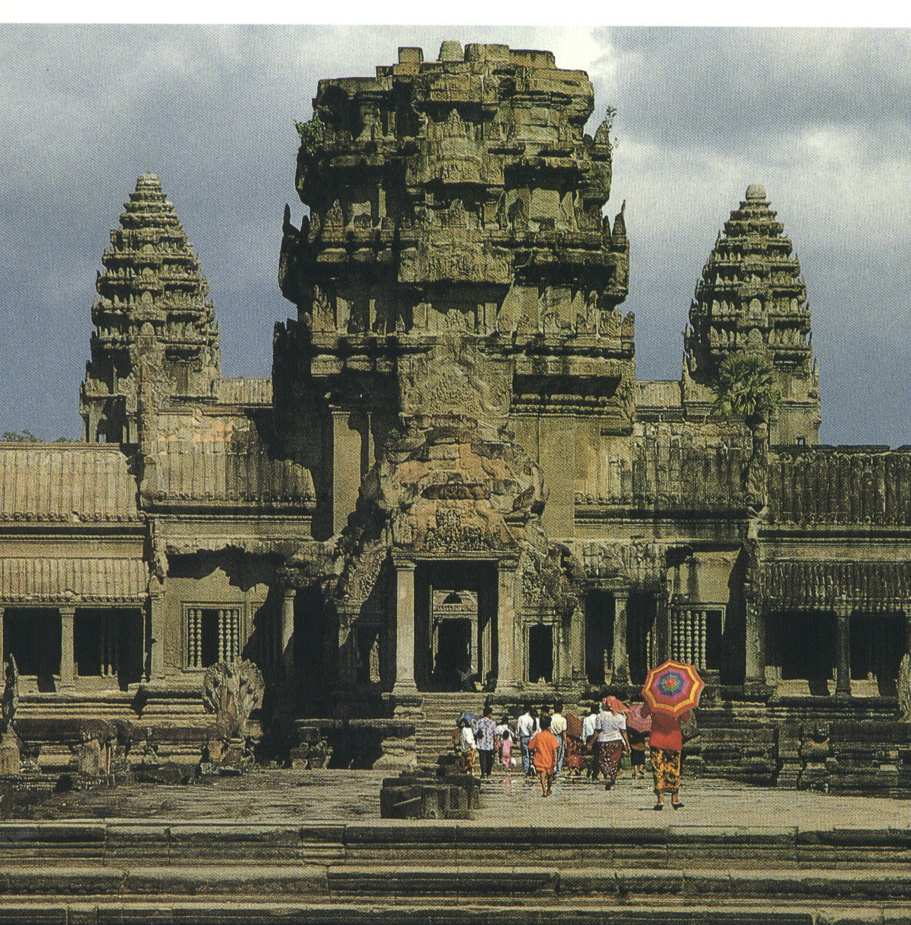 Main entrance to Angkor Wat, 634 bytes